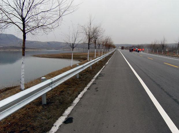 高速公路护栏展示